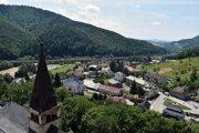 Výhľad na Oravský Podzámok z Oravského hradu.