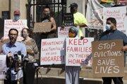Bostončania protestujú proti ukončeniu moratória na vysťahovanie.