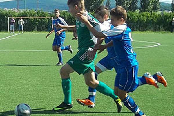 Starší žiaci PFA ViOn (v modrom) vyhrali v Moravskom Svätom Jáne.