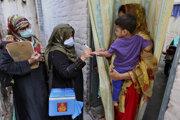 V Pakistane sa proti detskej obrne očkuje systémom z domu do domu.