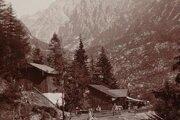 Chata Kamzík stála v blízkosti Rainerovej chaty takmer sto rokov. V roku 1980 ju asanovali a v roku 2007 odstránili aj jej posledné zvyšky.