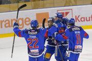 Gólová radosť slovenských hokejistov v zápase proti Švédom.