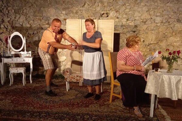 Svoju novú hru predstavia divadelníci aj v Kokošovej.
