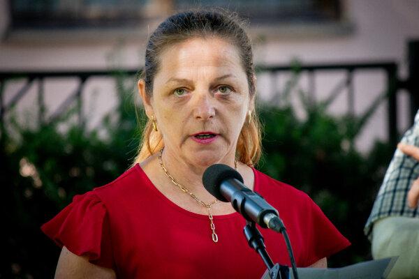 Ľubomíra Klepáčová je starostkou Demänovskej Doliny od roku 2014, obec viedla však od roku 2013 ako zástupkyňa vtedajšieho starostu Jakuba Vojteka, ktorému zanikol mandát starostu.