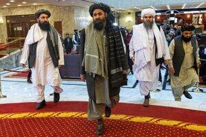 Abdal Gháníh Baradar na čele delegácie Talibanu v Katare.