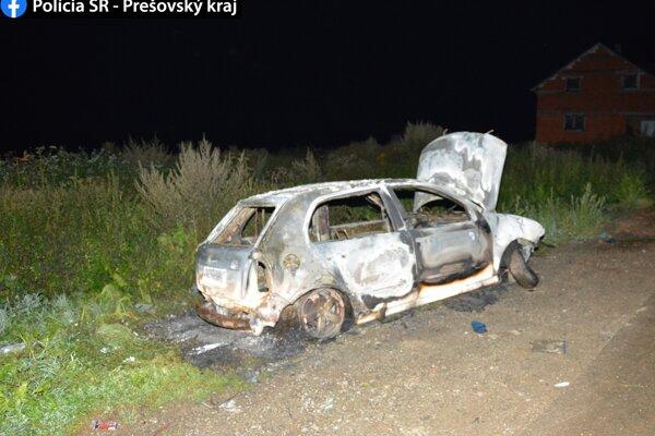Auto podľa polície podpálili deti.