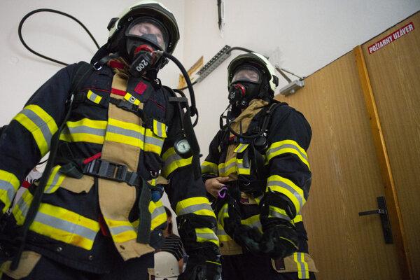 Členovia hasičských a záchranných zborov  počas Memoriálu Vladimíra Ružičku - Schody 2021.