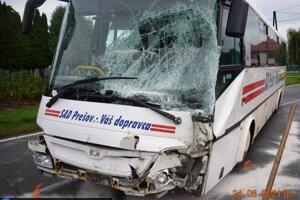 Dvaja cestujúci sa zranili.