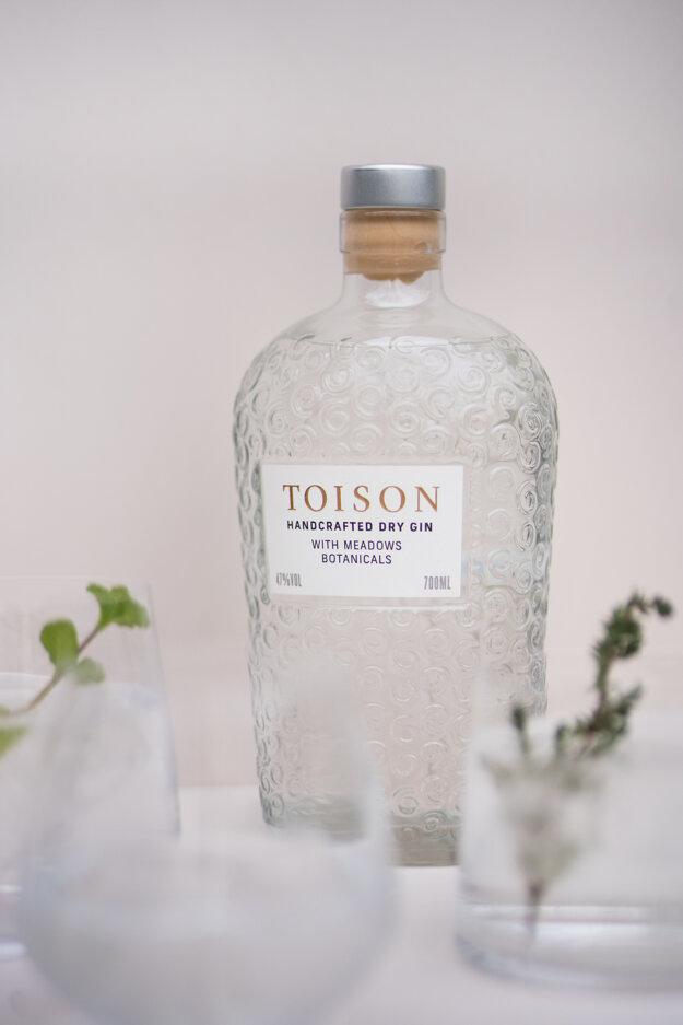 Remeselný gin TOISON získal ocenenie za chuť v medzinárodnej súťaží IWSC, bronz vo svetovej súťaži obalového dizajnu Pentawards a dostal sa aj na shortlist prestížnej britskej dizajnovej súťaže D&AD Awards.
