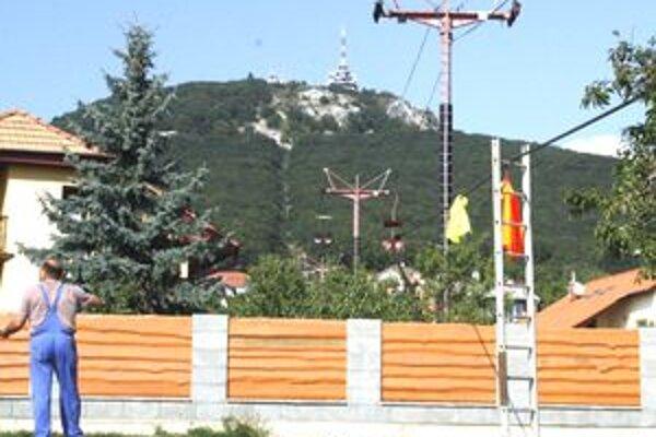 Starú lanovku začali demontovať v septembri 2009. Bola visutá sedačková. Teraz mesto uvažuje nad pozemnou kabínkovou.