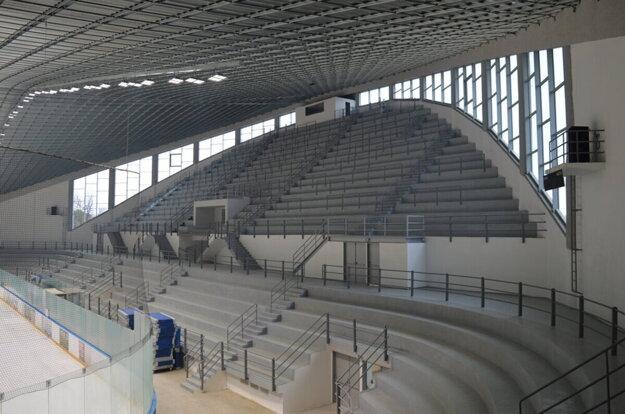 Na štadióne budú montovať sedačky.
