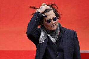 Johnny Depp vo Varoch.