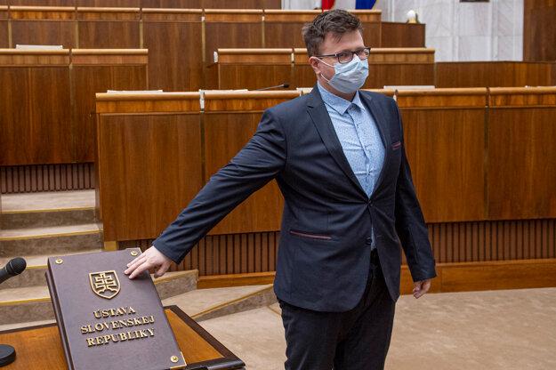 Jozef Bubnár (OĽaNO) skladá poslanecký sľub.