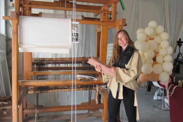 Organitátorka projektu Daniela Danielis sa v rámci Textilného remeselného cetra Čadca snaží uchovať i tradičné technológie.