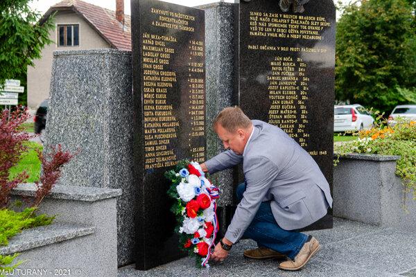 Primátor mesta Turany Dušan Novysedlák pri pietnej spomienke na 77. výročie SNP.