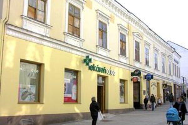 Mestská budova na Kupeckej 7. Časť priestorov je v prenájme, časť je prázdna.