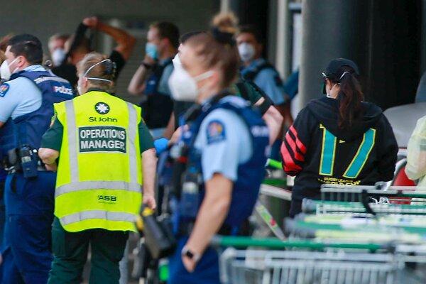 Polícia útočníka zastrelila.