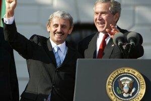 Mikuláš Dzurinda (vľavo) s Georgeom Bushom mladším.