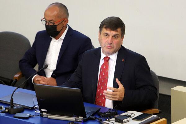 Predseda Aliancie pre sociálnu ekonomiku Braňo Ondruš a člen predsedníctva František Fabo.