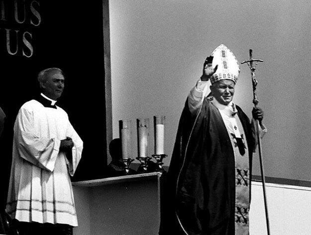 Pápež Ján Pavol II. navštívil Košice 2. júla 1995. Odtiaľ zamieril do Prešova, Levoče a Tatier.