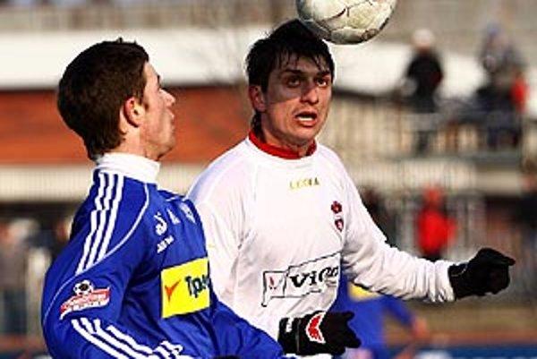 Zlatomoravčania (v bielom) Chren vo finále Tipsport ligy prehrali s Olomoucom 1:3.