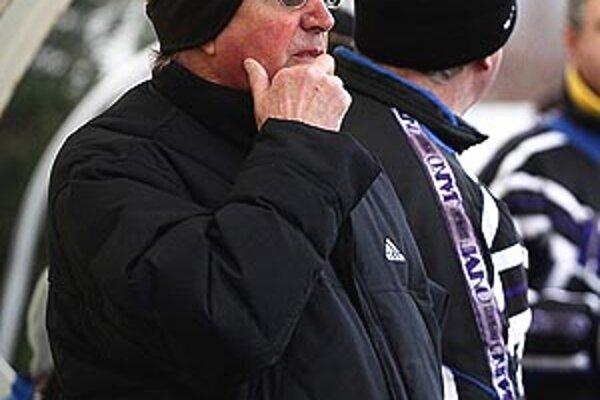 Tréner futbalistov Šale Anton Dragúň.