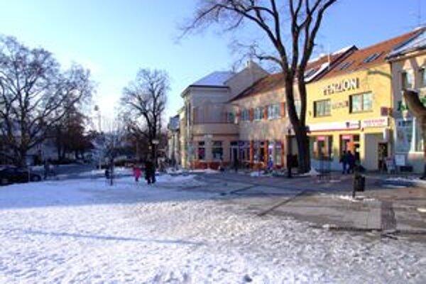 Toto mesto je na Slovensku raritným v tom, že jeho hospodárenie už šesť rokov nik nekontroluje.