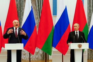 Alexander Lukašenko (vľavo) sa stretol s Vladimirom Putinom.