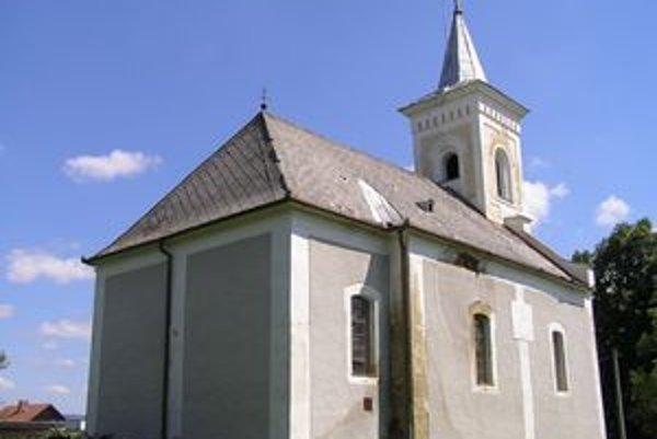 Vzácnemu artikulárnemu kostolíku hrozilo zrútenie.