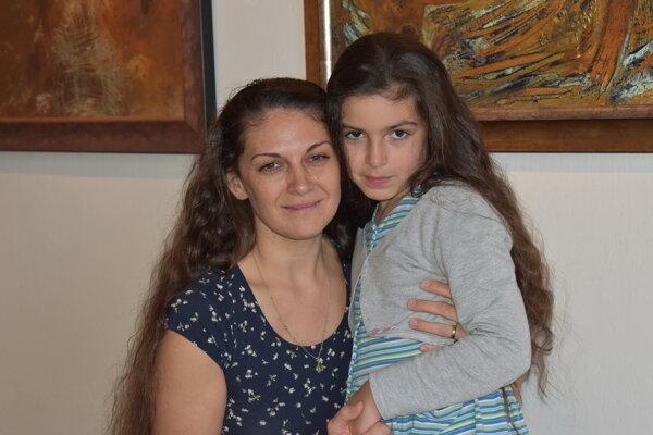 Zdenka Migaš Goriľová s dcérou Grétkou na výstave vo Vihorlatskom múzeum v Humennom.
