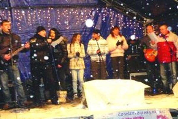 Na záver všetci účinkujúci zaspievali pesničku od Johna Lennona.