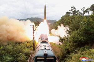 Rakety odpálili počas cvičenia so zapojením železnice, po ktorej transportovali zbraňový systém v hornatej časti krajiny.