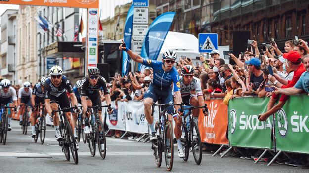 Álvaro Hodeg vyhral 1. etapu na Okolo Slovenska, Peter Sagan skončil na 2. mieste.