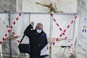 Hlasujúci vo voľbách v Moskve.