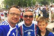 Tri generácie Bečicovcov – snímka je zME 2016 vo Francúzsku. Zľava Stano, jeho otec Dušan (zomrel vlani) asyn Alex.