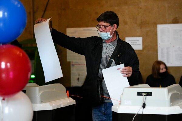 Ruské voľby sprevádzajú aj volebné podvody.