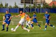 Futbalisti Klasova (v modrom) vyhrali aj svoj siedmy zápas.