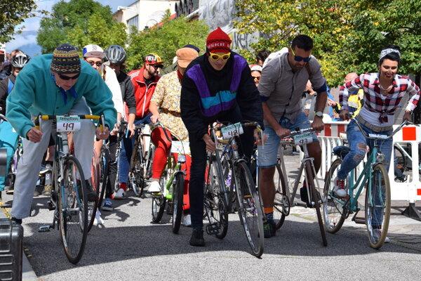 Na podujatí sa zúčastnilo takmer 140 cyklistov v retro štýle.