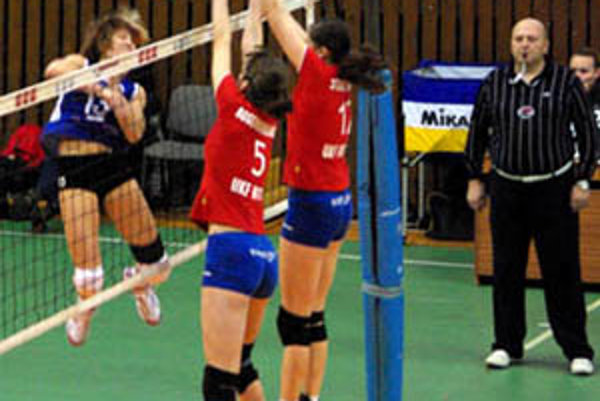 Hráčky UKF hrali so Senicou až päť setov.