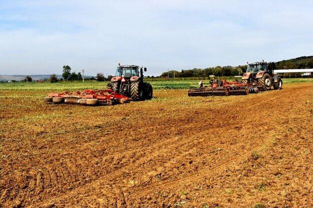 Mestské pozemky chcú do nájmu viacerí farmári. Roky mali byť využívané aj bez nájomnej zmluvy s mestom.