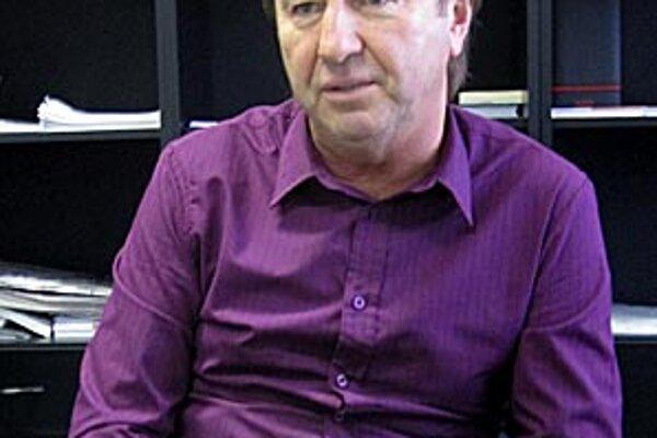 Tréner suverénneho lídra zo Serede Tibor Meszlényi.
