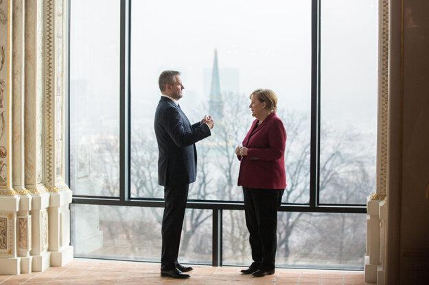 Merkelová a Peter Pellegrini.