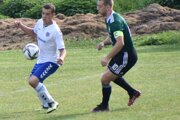 Futbalisti Lednice (v bielom) nastrieľali Púchovu desať gólov.