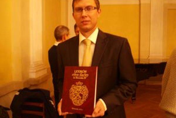 Peter Keresteš je autorom reprezentatívnej publikácie o šľachtických rodov Nitrianskej stolice.