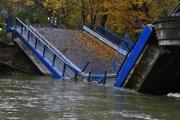 Most pri Kysaku sa zrútil vlani.