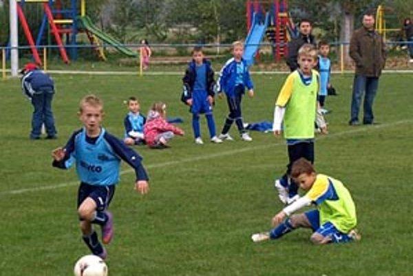 Momentka zo súboja štvrtákov PFA ViOn B - FC Nitra B.