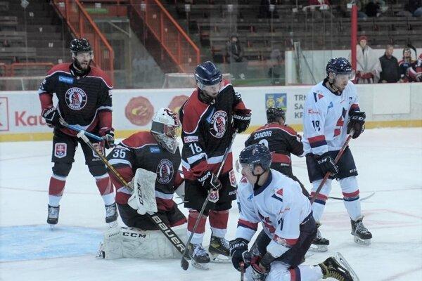 Momentka zo zápasu HK Gladiators Trnava – Modré krídla Slovan.