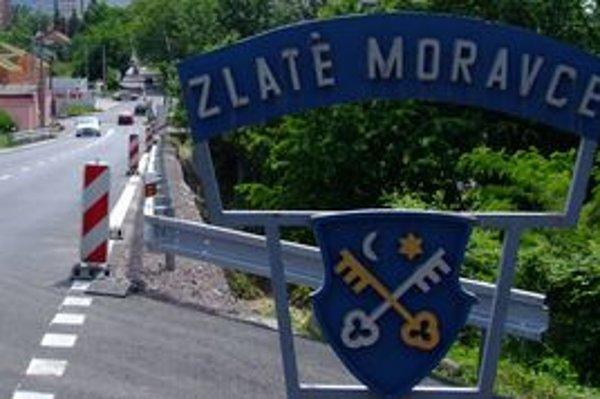 Zlaté Moravce. Prídavné meno od tohto mesta je zlatomoravský, pretože sa tvorí zo základu slova bez koncovky -ce.