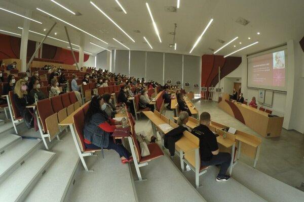 Odborníci sa potešili, že sa mohli stretnúť na seminári osobne.