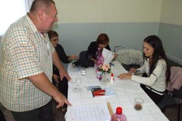 V Nitrianskom obvode, ktorý zahŕňa okresy Nitra a Zlaté Moravce, prišlo k urnám necelých 21 % oprávnených hlasujúcich.